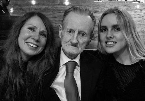 FAMILIEN: Ellen Alstad, Terje Brofos (Pushwagner) og Elizabeth Brofos samlet i 2017.