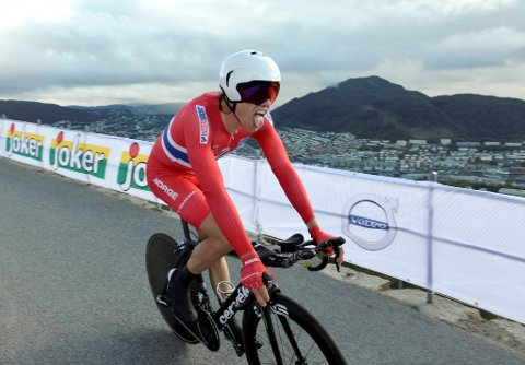 Edvald Boasson Hagen - temporitt VM i Bergen *** Local Caption *** 17. PLASS: Edvald Boasson Hagen med tunga langt ut endte på 17. plass,  så han var dyktig sliten da han kom til topps på Fløyen.