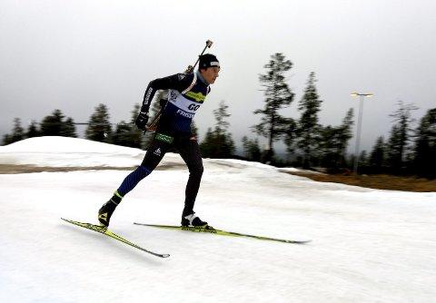 VANT: Emil Nyeng slo til med seier på sprinten under det svenske mesterskapet i Idrefjell søndag. En sterk prestasjon av Vingrom-løperen som er inne i sin første sesong som skiskytter.
