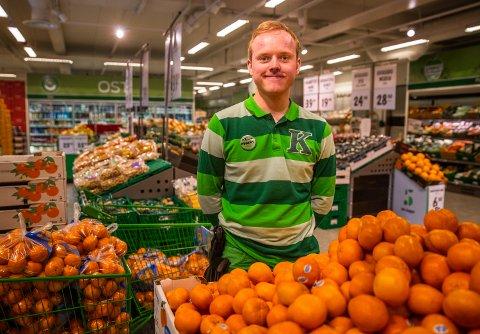 SMITTEVERN: – Kommer det en vennegjeng som skal på hytta, tenker vi at det holder om én eller to går i butikken, sier butikksjef Ken-Magnus Nyberg Andersen ved Kiwi Øyer.