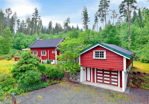 RØD STUE: Stor interesse for denne rødmalte tømmerstua på Grindvoll.