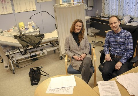 TILLITSVALGTE: Fastlegene Lise Anett Nohr og Tore Grønlund Moen mener et skal være oppfølging, utredning og plan for pasienter. – Med NAV undervurderer tilliten med pasient og lege, sier de.