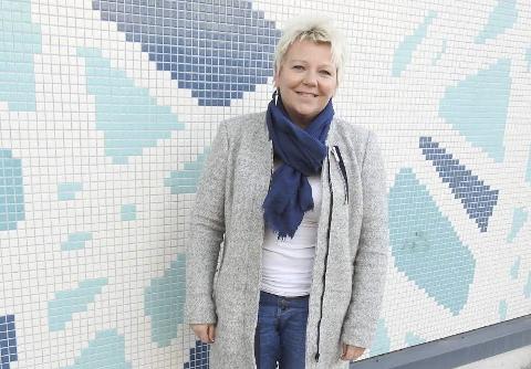 KULTURDAME: Gro Janet Haug Mo har vært aktiv i Haldens kulturliv i mange år. Et par ganger har hun også stått på scenen i Brygga kultursal. Foto: Terje Vidar Høvik
