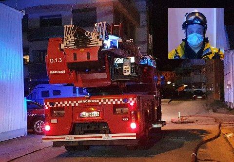 FIKK KONTROLL: Halden brannvesen fikk raskt kontroll på brannen i Niels Stubs gate. Innsatsleder Rune Nilsen forteller at ting på stedet vitner om at brannen antakelig var påsatt.