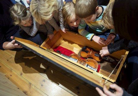 Nøringenborn: 4-6-åringar får innføring i lokale tradisjoner, folkemusikk og folkedans.