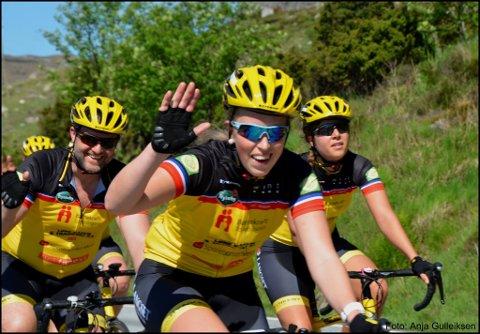PÅ VEIEN Thea Helen E. Knutsen har tilbrakt den siste uka på et sykkelsete på vei til franske Paris.