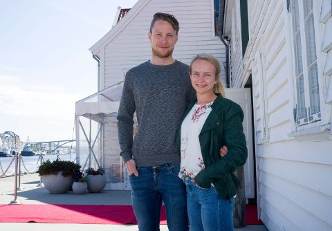 BRUDEPAR: Bryllupsfesten til Oddvar M. Snørteland og Sandra Helle Jentoft måtte flyttes. Sjøhuset ble redningen da Villa Granli ikke kan leies ut.