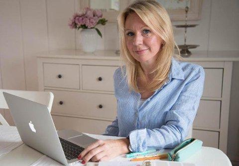 Blogger Anne Brith Davidsen fra Mosjøen har truet med å anmelde lesere etter det hun oppfatter som kritiske kommentarer og sjikane på bloggen hennes.