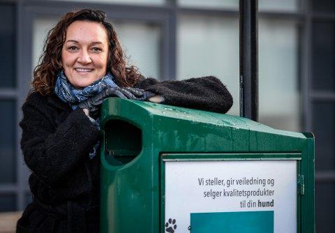 Tina Ditlefsen eier 85 søppelbokser. - Nå som alle går digitalt med markedsføringen sin, så gjør jeg det motsatte.