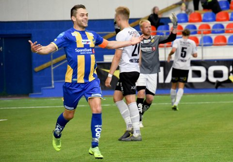 FLERE MÅL?: Magnus Nikolaisen jubler her etter scoring for Alta IF. Blir det flere mål på søndag?