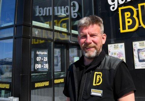 FORNØYD:; Kjøpmann Asgeir Knutsen på Bunnpris i Bossekop i Alta er fornøyd med økte inntekter i 2019 til tross for flytting til ny butikk.