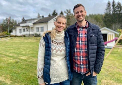 VIL BRUKE PLASSEN: Kristin Holtedahl Huus og Magnus Nordli har mange drømmer for eiendommen de er i ferd med å overta.