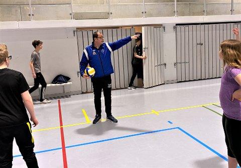 PÅ JOBB: Mandag 10. mai var Oddvar Di Lorenzo endelig tilbake på Orstad skule igjen. Koronaviruset har tatt på for 48-åringen som fremdeles ikke er helt på topp.