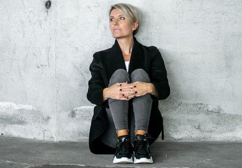 STERKT: Då Trude Vaaga såg utstillinga til Pernille Sandberg blei ho svært engasjert, og bestemte seg for å få den til Bergen. Ho er no ambassadør og kurator for prosjektet.