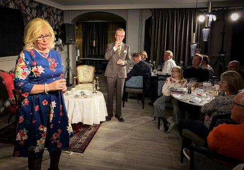 Mord til maten: Kongsberg teaterlag gjør det hele til en helaften, når de spiller teater mellom middagsrettene denne uken. Her ser vi Unni Bjertnes Imingen og Arve Eig Akervold i aksjon.