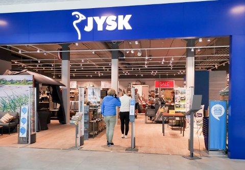 EVALURERING: I Jysk-butikker som denne i Sølvparken på Kongsberg, kan du bedømme ansatte etter hvordan de har møtt deg.