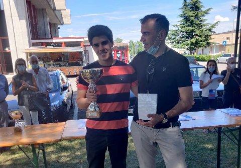 Aryan Tari gikk til topps i sjakkturneringen Splimbergo Open i helgen. Dette var hans første turnering på nesten et halvt år, og god oppvarming til møtet med Magnus Carlsen i oktober.