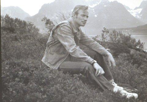 Utstilling: Galleri Espolin i Kabelvåg hedrer tidligere journalist Odd Gjerstad med en fotoutstilling.