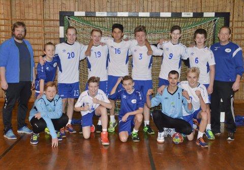 LHK G14: Leknes HG G14 med trenerne Simon Klevstad og Gjermund Vian.Alle foto: Eirik Eidissen