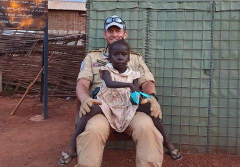 Magnus Gutsveen har jobbet som FN politi i en flyktningleir i Sør Sudan siden februar i fjor. Den tidligere innsatslederen fra Lillehammer forteller om forhold det nesten ikke går an å beskrive.