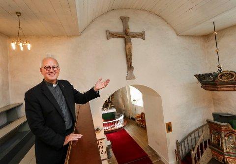 KIRKENS JUL: Prost Tor Bjørn Andresen Osberg forteller at det blir tre gudstjenester i stedet for to i Rygge kirke på julaften i år, slik at flere kan komme samtidig som smittevernreglene overholdes.