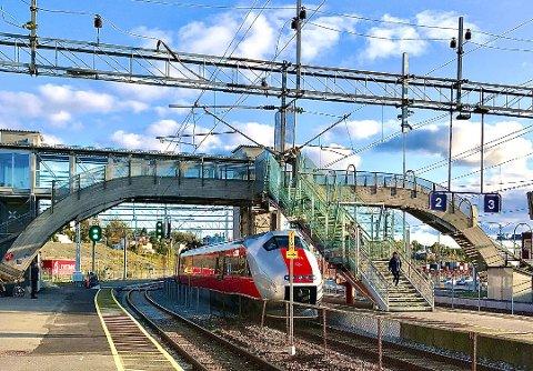 STENGES: Østfoldbanen stenges for togtrafikk gjennom påskedagene.