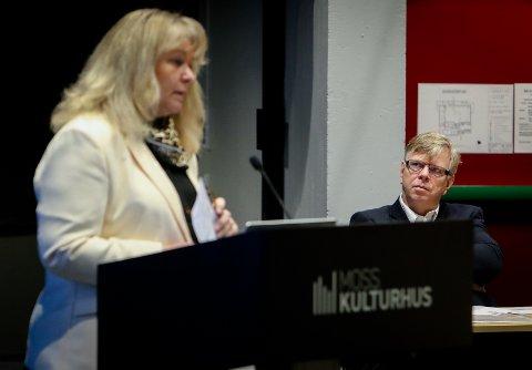 KUTTFORSLAG: – Dette er ikke noe vi ønsker, vi prøver bare å få ned forbruket, sa kommunalsjef for helse og mestring, Eli Thomassen, til formannskapet. Til høyre kommunedirektør Hans Reidar Ness.