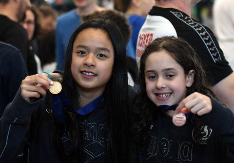 MEDALJER: Mina Khuu og Rosa Lopes fikk begge med seg medaljer i løpet av helgen.
