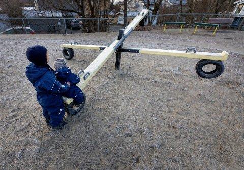 Mer lek ute, kortere dager, mindre grupper og færre barn tilstede vil trolig bli hverdagen når barnehagen åpner neste uke. Foto: Gorm Kallestad (NTB scanpix)