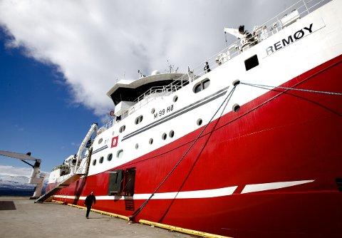 Tråleren Remøy til kai på Solstrand i Tromsdalen lørdag morgen. Allerede i kveld drar skipet ut på nytt tokt. Men ikke til Russland. Foto: Ola Solvang