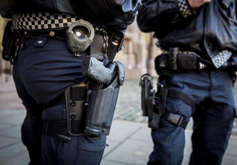 NYE REGLER: Fra 1. juli endres politiloven slik at politiet får muligheten til tidsubegrenset bevæpning ved sårbare objekter. Flere andre lover trådde i kraft den 1. juli