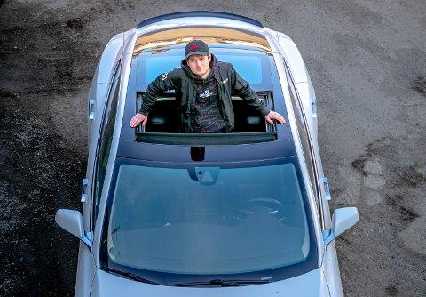 ALLTID PÅ NETT: Peter Rudi Pettersen jobber både som manager for MrSavage i Oslo og i 100 Thieves i Los Angeles
