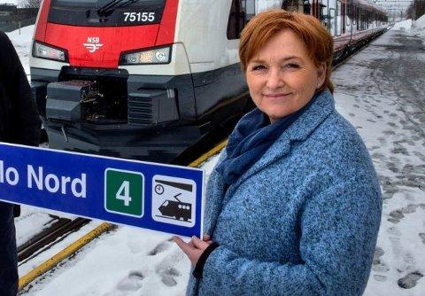 TREDJE KANDIDAT: Ved siden av de to Ap-toppene lokalt er Anne Thoresen som i dag jobber som politiker i Oppland fylkeskommune foreslått som ordførerkandidat i Vestre Toten.