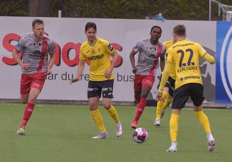 Mikkel Frankoch og Markus Karlsbakk i aksjon mot Strømmen.