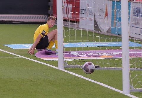 2-0: Håvar Befring konstaterer at ballen er i ferd med å gå over mål - hans første nettkjenning på seniornivå i Raufoss.