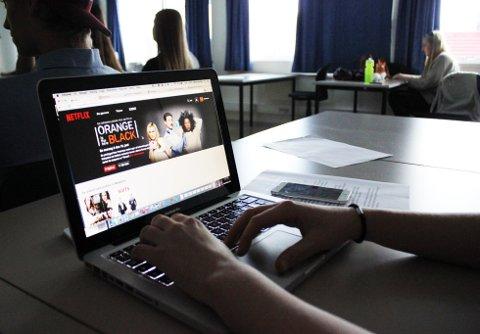 FILM: Langhusjentene forteller at skoledagene  ofte blir brukt til å se på film. FOTO: EIRIN ORSET