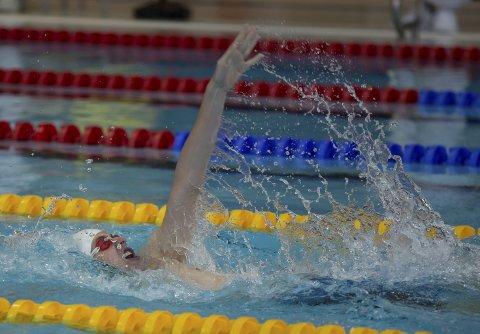 Mot medalje: David Timmer Endal i aksjon på 200 meter rygg. Det endte med en sterk bronsemedalje.begge foto: vestpress