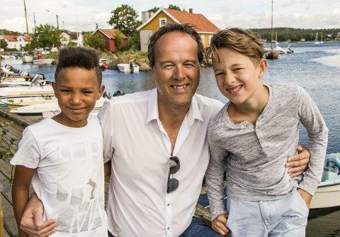 Guttetur: Bjørn Moi feirer 50-årsdagen i dag med å dra på guttetur til London med sønnene Ino (t.v.) og Eri. – Da skal vi kose oss skikkelig, erklærer de alle tre. Foto: Svend E. Hansen