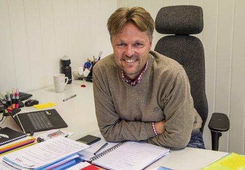 Lardal-rektor: – Jeg har veldig lyst til å ta Lardal skole inn i nye Larvik kommune og bidra til at det skjer på en god måte, sier Kjetil Vik, som fra i høst ble rektor for Lardals 1-10-skole. Foto: Svend E. Hansen