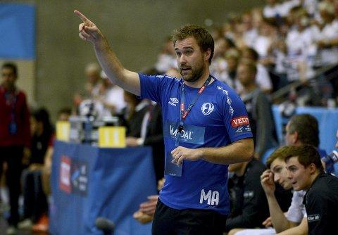 SUKSESSTRENER: MIchael Apelgren har vært trener i Elverum i tre sesonger, og har løftet klubben til nye høyder. Slikt går naturligvis ikke upåaktet hen i resten av håndball-Europa. Foto: Anita Høiby Gotehus