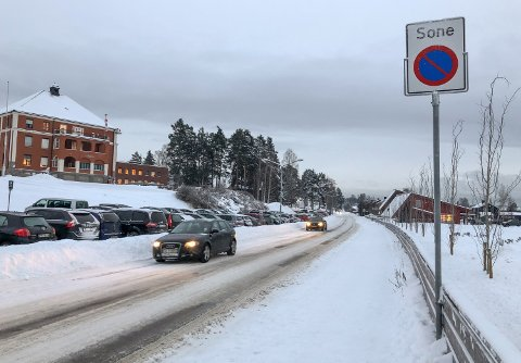 SOLVEGEN: Her begynner parkering forbundt-sona nedenfor sjukehuset i Elverum.