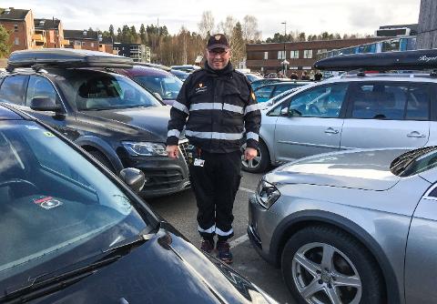 FRA FELT TIL KONTOR: Trafikkbetjent Alf-Helge Rask er blant de 33 som vil ha fagansvar for parkering i Elverum kommune.