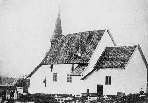 Bildet er trolig tatt like før Tjøme gamle kirke ble revet på 1860-tallet. Det henger innrammet i et glasskap i den nåværende kirkes dåpssakristi og ble gitt kirken for mange år siden av skipsreder Hans Rikard Olsen (1859-1943).