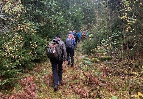 Tur: For første gang inviterte DNT Indre Østfold til historisk tur i Østre Rakkestad. Mange tok turen og fikk besøke et stort antall historiske steder.