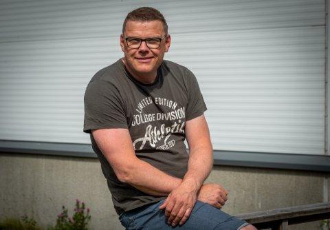 På dagtid er Øyvind Brattland daglig leder i Haneseth Energi, og for tiden er han også student. I timene mellom, er det musikk som gjelder.