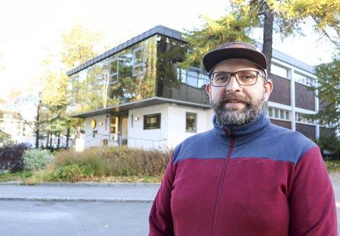 I GANG IGJEN: Dette semesteret er det klart for filmvisninger annenhver søndag på Byscenen. Leder  i Rana Filmklubb Vegard Albert Skogmo (39) er svært klar for gjenåpning.