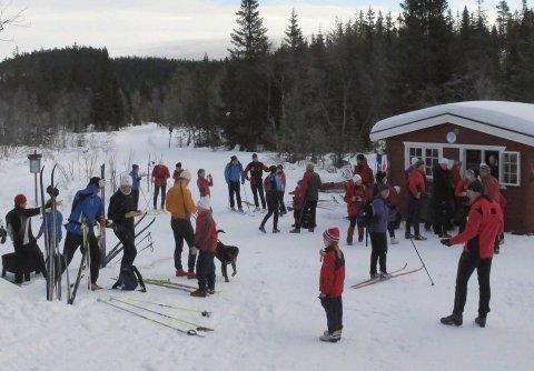 TREFFPUNKT: Kiosken ved Vambu ligger midt i treningsrunden. Nå håper Skiforeningen at nye krefter kan ta over driften i helgene.