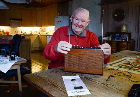 Fredrik C. Hildisch mener at folk ikke bør kaste de gamle radioene. Hans Kurér fra 1967 får også inn svensk FM-radio.