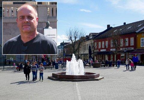 SIAN-leder Lars Thorsen fra Jevnaker mener hans meningsfeller ikke kan nektes å stå på Søndre torg. – Det er behov for folkeopplysning, skriver han.