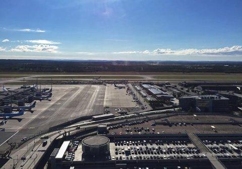 P-TRØBBEL: Oslo Lufthavns parkeringsplasser er snart fulle. (Foto: Avinor)